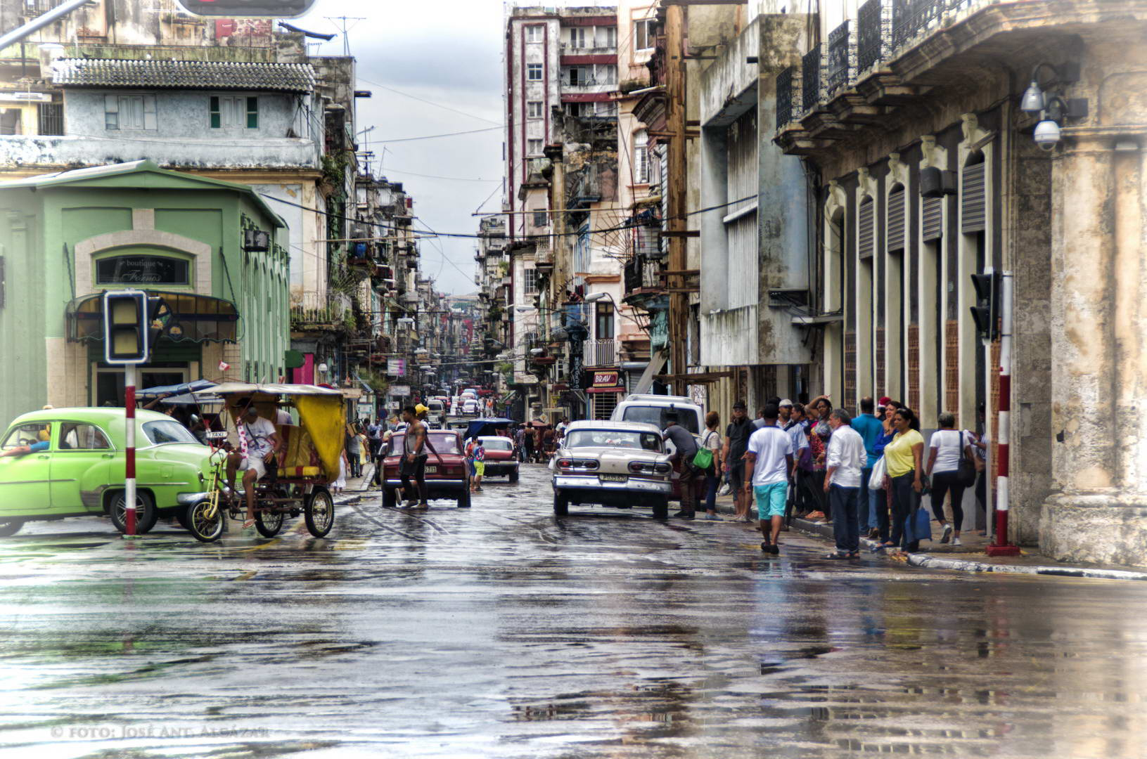 Calle transitada de La Habana