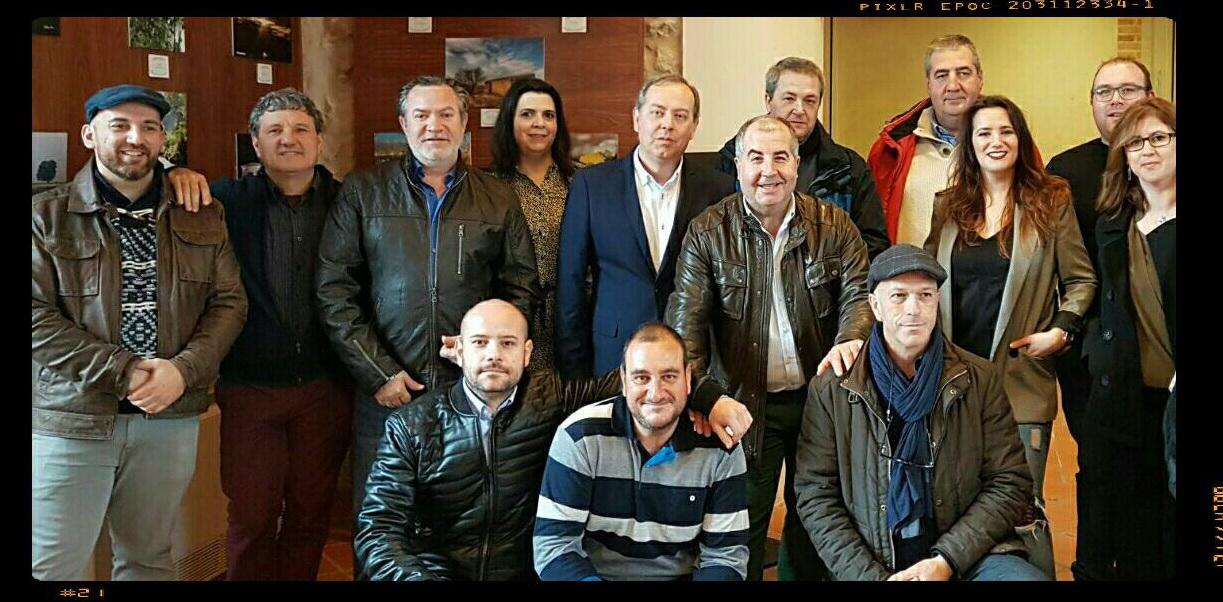 """Foto de grupo durante la inauguración de la Exposición """"Paisaje Natural"""" del grupo Villaleños."""