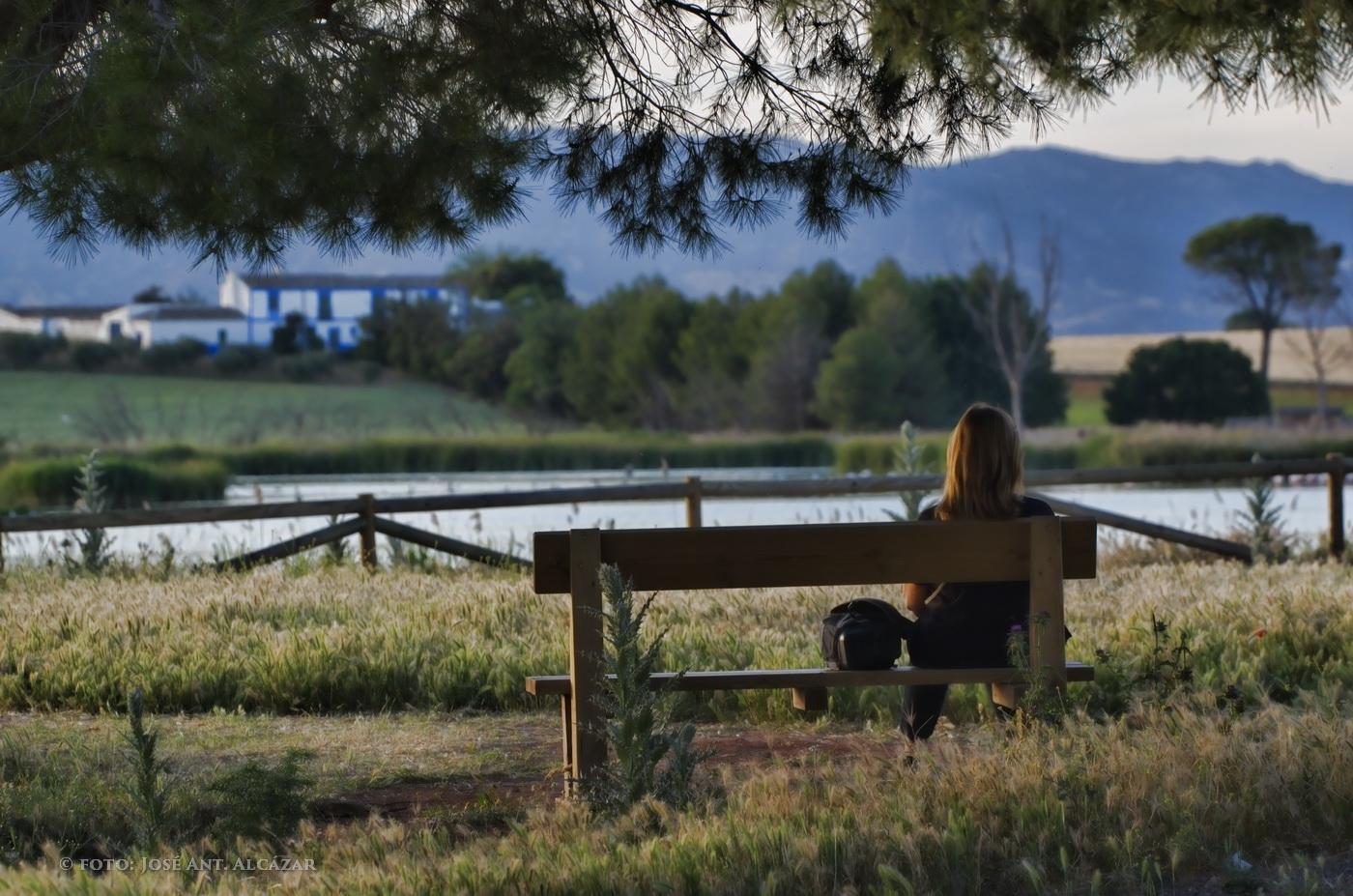 Contemplando el paisaje. (foto final después del procesado, ajustando el histograma)