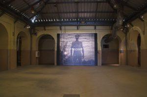 """Vista parcial de la exposición """"Un horizonte falso"""" de García-Alix"""